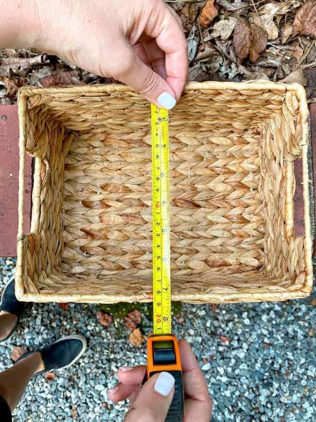 using a tape measure to measure the inside of a woven basket